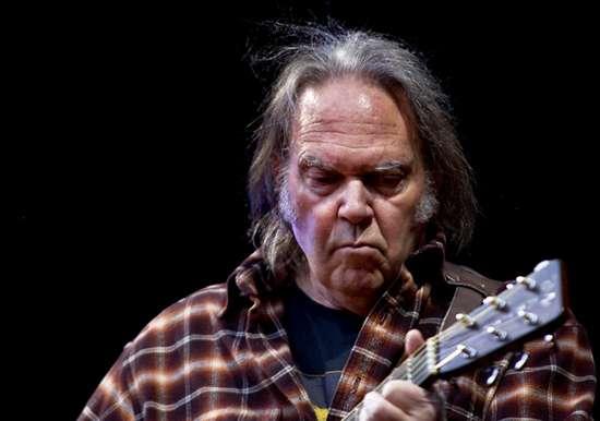 Neil Young ecologista: il suo ultimo disco è un attacco frontale alle multinazionali